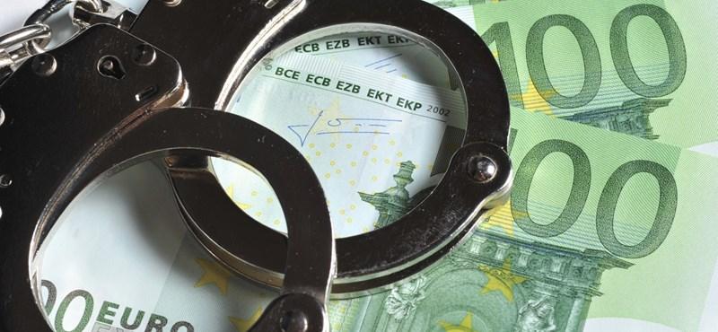 Ez ám a visszavágás: bepereli a Közbeszerzési Hatóság a Korrupciókutató Központot