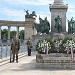 A magyar hősök emlékünnepén koszorúzott Benkő Tibor