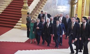 Orbán csapatot hirdetett, Rogán feladata a demokrácia védelme