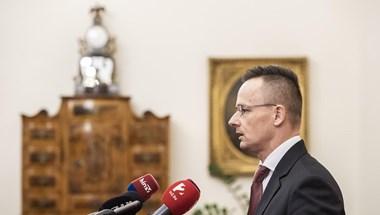 Szijjártó: Óriási szégyen lenne, ha a Néppárt most szavazna Fidesz tagságáról