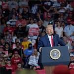 Trump újabb nagygyűlésre készül, miközben tombol a járvány