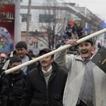 Ostrom alatt a kormányszékház: zavargások Kirgizisztánban - Nagyítás