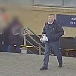 Tudja, ki ez a férfi? Fegyverrel rabolt ki egy autókereskedést - videó