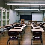 Szigorú szabályt vezettek be egy brit iskolában: megtiltották a beszélgetést