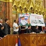 A jóhiszemű Kövér ismét beengedi a parlamentbe a Jobbik-dolgozókat