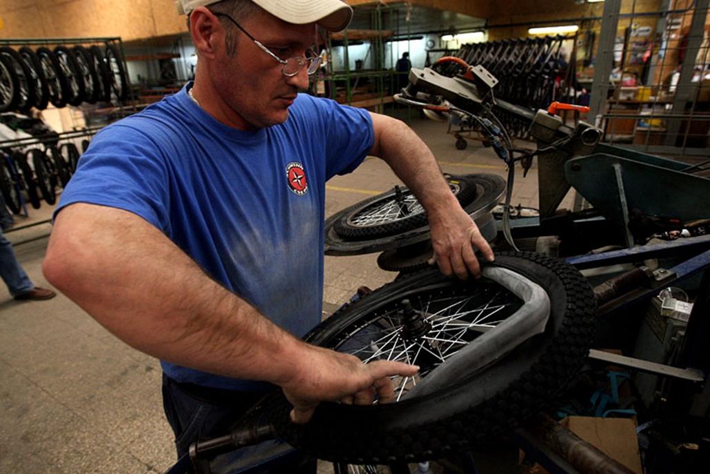 A Távol-Keleten készülő, vastag, Kenda márkájú kerekeket BMX-kerékpárok kapják majd.