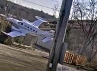 Videó: Mint egy darab kő, úgy zuhant a repülő a szeméttelepre az Egyesült Államokban