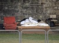 Táskát és telefont vásároltak a hajléktalanok támogatására szánt pénzből