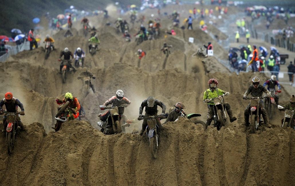 13.10.13. - Weston-Super-Mare, Egyesült Királyság: résztvevők a RHL Weston Beach Race motocross-versenyen. - évképei, az év sportképei