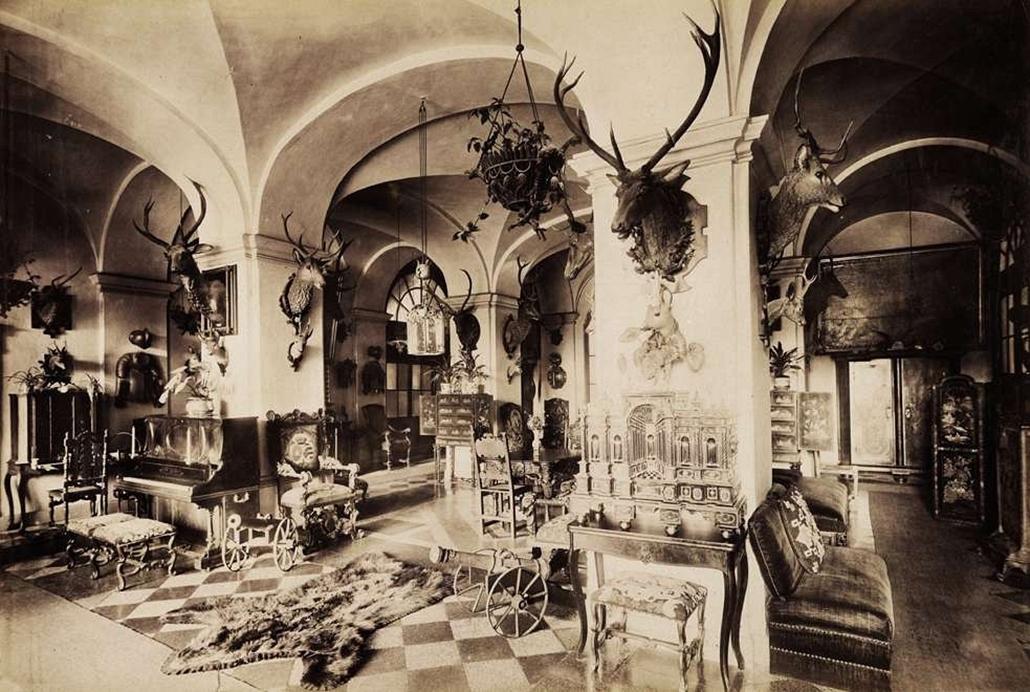 fortep_! - Klösz György kastély nagyítás - A fülesi Zichy-Meskó-kastély csarnoka. A felvétel 1895-1899 között készült.