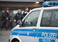 Nem bírta a meleget, pucéran motorozott egy férfi Németországban
