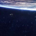 Felküldenek az űrbe egy kis robotot, hogy lehozzon egy 100 kilós szemetet