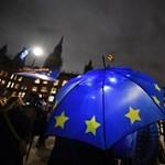 Brexit: Macron szerint három dolog történhet a britekkel