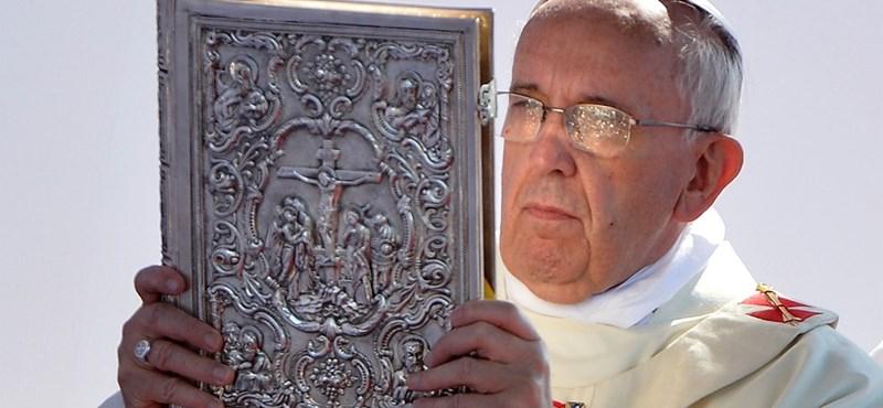 A muzulmánoknak könyörgött Ferenc pápa