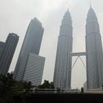 Két nyugdíjast agyontaposott az ételutalványért tolongó tömeg Malajziában
