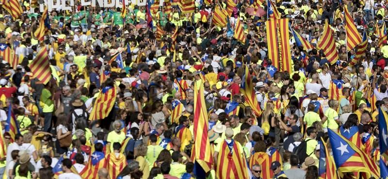 Rács mögé küldték a katalán kormány nyolc tagját