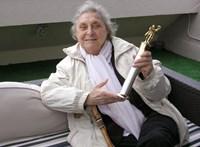 Itt a magyar képzőművészet egyik legvarázslatosabb művészének (ön)életrajza