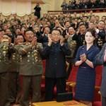 Történelmi találkozót tart Kim Dzsong Un dél-koreaiakkal