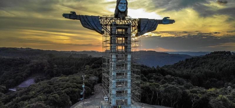 A rióinál is hatalmasabb Krisztus-szobor épül