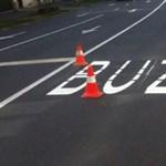 Itt a megoldás: így készülhetett a híres BUZS felirat a debreceni úton
