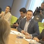 Könnyített vízum az Európába igyekvőknek: a Fidesz is megszavazta Ujhelyi jelentését az EP-ben