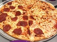 A pizzériák rémálma: milliók dőltek be a YouTubernek, aki azt állította, újrasütik a nem eladott pizzákat