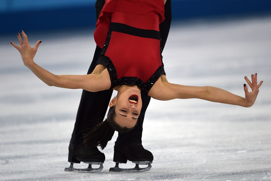 afp. az év sportfotói 2014.Szocsi, Oroszország 2014.02.12. Russia's Fedor Klimov and Russia's Ksenia Stolbova perform their Figure Skating Pairs Free Program at the Iceberg Skating Palace during the Sochi Winter Olympics on February 12, 2014.