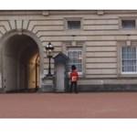 Melltartó-gate a brit királyi udvarban egy könyv nyomán