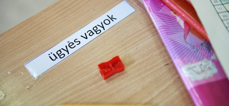 Különleges játékkal fejleszti a diákok képességeit egy általános iskolai tanár