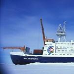 Egy egész évre jégbe fagyasztanak egy német kutatóhajót