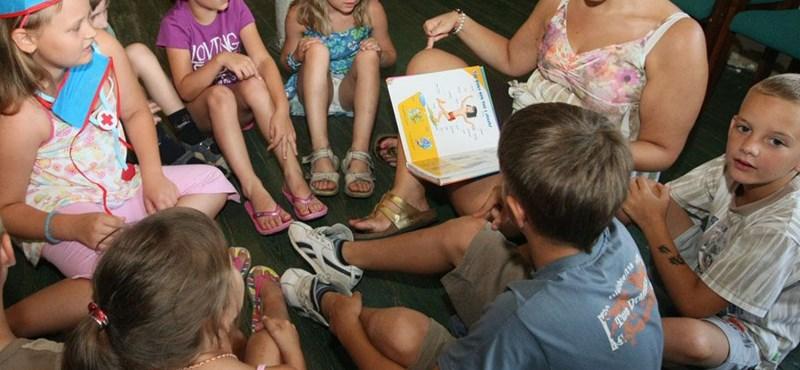 Háttérbe szorítaná az iskolai angoloktatást az államtitkárság