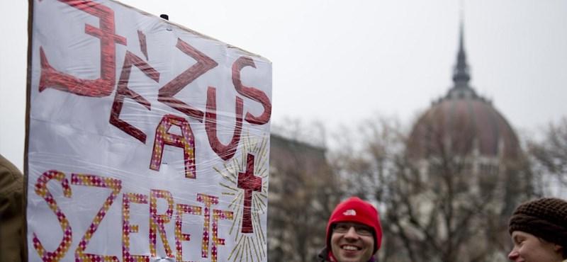 A Jobbik nemzetbiztonságilag világítaná át a kockázatos egyházakat