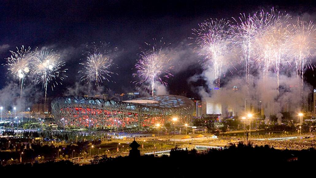 Tüzijátékkal ünneplik az Olimpia kezdetét Pekingben. 2008. augusztus.