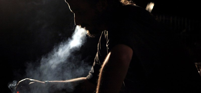 Először csökkent a világban a dohányos férfiak száma