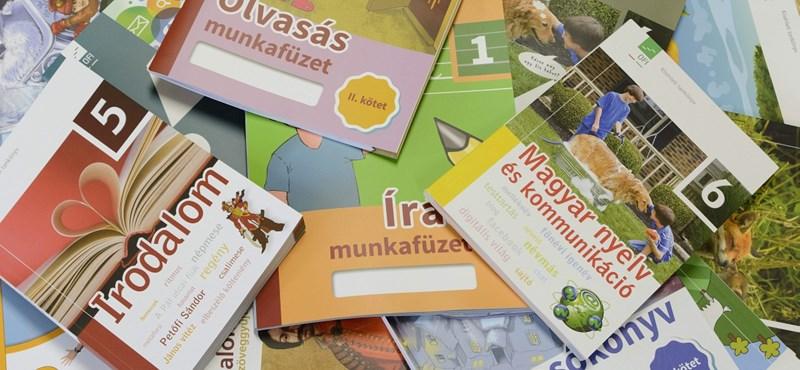 Az államtitkár szerint minden iskolába időben megérkeznek a tankönyvek