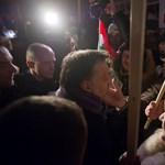 Orbánt az elbocsátások miatt is aggódó fideszesek várják Sárváron