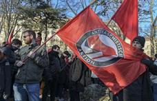 TASZ: Mondvacsinált indokkal bírságolta meg a rendőrség egy antifasiszta tüntetés szervezőjét