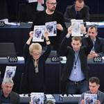 Fotó: Az EP-be is eljutott a Fedél Nélkül népszabadságos száma