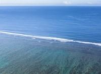 14 órán át hánykolódott egy férfi a Csendes-óceánban