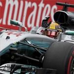 Hamilton nyert Japánban, eldőlni látszik a vb-cím