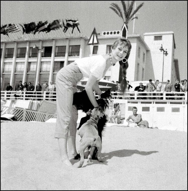 afp.1950. - Párizs, Franciaország: a Cannesi Filmfesztiválon - Brigitte Bardot nagyítás
