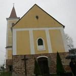 Megint a papoké több egyházi ingatlan