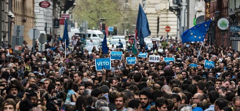 Váratlan esemény a mai budapesti tömegtüntetés előtt