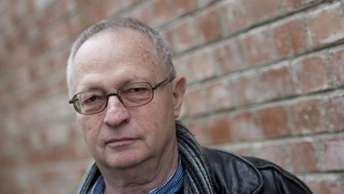Spiró: A kormány magát az államot számolja fel