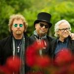 Jön a Toto zenekar