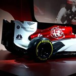 Újból felbőgnek az F1-motorok, egymás után záporoznak a 2018-as új autók