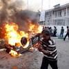 Terroristák gyilkoltak egy katonai parádén Iránban