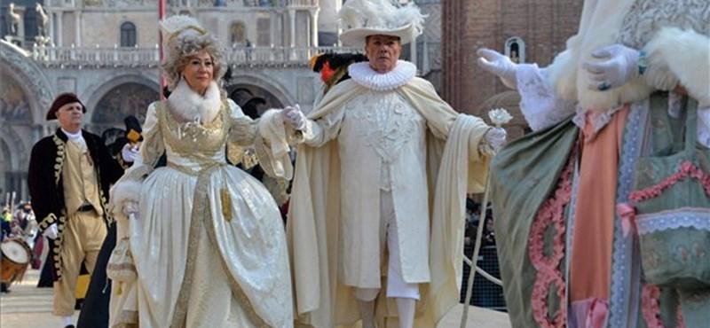 Számolni fogják a turistákat a velencei karneválon