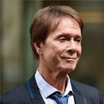 Cliff Richard pert nyert a BBC és a rendőrség ellen