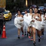 Menyasszonyok rohantak végig Bangkok utcáin - fotók